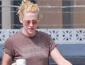 كريستين ستيوارت تعود للولايات المتحدة بعد مشاركة جذابة بمهرجان فينسيا