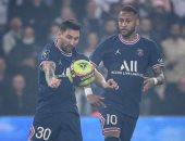 نيمار يسجل من ركلة جزاء ويعادل النتيجة بين باريس سان جيرمان ضد ليون.. فيديو