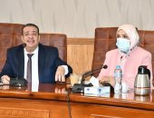 رئيس جامعة قناة السويس يجتمع بمجلس الدراسات العليا والبحوث