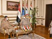 وزير الدفاع يلتقى نظيره اليمنى خلال زيارته الرسمية لمصر