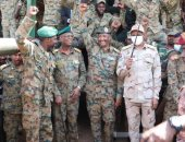 رئيس مجلس السيادة بالسودان يزور سلاح المدرعات
