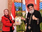 لدعمه العملية التعليمية.. البابا تواضروس يتسلم درع وزارة التربية والتعليم