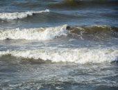 ارتفاع للأمواج وانخفاض فى درجات الحرارة ببورسعيد.. فيديو وصور