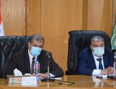 محافظ المنيا يناقش الموقف التنفيذى لتوفيق أوضاع 307 كنائس ومبانى خدمية