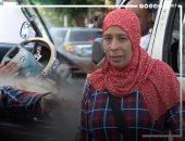"""نجمة الأسفلت.. """"أم صلاح"""" سائقة ميكروباص ربت أولادها الـ6 وحلمها زيارة بيت النبى"""