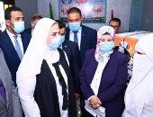 """وزيرة التضامن ومحافظ الفيوم يتفقدان إحدى عيادات """"2 كفاية"""".. صور"""