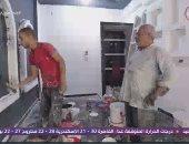 """الشغل مش عيب.. وليد باحث بالماجستير صباحا ويساعد والده بالنقاشة """"آخر النهار"""""""