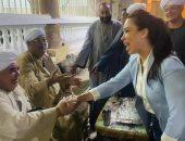 نائبة التنسيقية تجتمع بعمدة قرية المقربية فى مجلس عرفى بمحافظة قنا