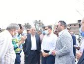 محافظ الشرقية يتفقد كوبرى أبو طبل بمنيا القمح لبحث إمكانية توسعته.. صور