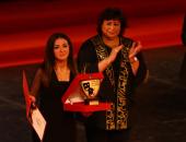 رامي رضوان يدعم زوجته دنيا سمير غانم بعد تسلمها تكريم والديها الراحلين