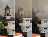 """انهيار برج كنيسة """"تودوك"""" بسبب التدفق السريع للحمم البركان فى لابالما.. فيديو"""