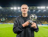 هالاند يتسلم جائزة أفضل مهاجم في دوري أبطال أوروبا قبل مواجهة لشبونة
