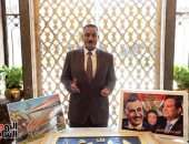 """شبيه الزعيم من أمام ضريحه: الناس بتحب """"عبد الناصر"""".. وشرف لى أكون شبهه.. صور"""