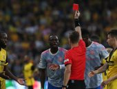 عقوبة مشددة تغيب بيساكا عن مانشستر يونايتد ضد فياريال وأتالانتا بدورى أبطال أوروبا