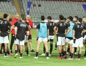لاعبو المنتخب يتناولون وجبة الإفطار  فى معسكر مباراة ليبيا
