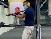 قناص درجة أولى.. آسر ياسين يتدرب على الرماية ويصيب الهدف بمهارة عالية