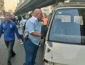 الجيزة تشن حملات على سيارات السرفيس والنقل الجماعى فى شارع رببع الجيزى