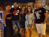"""""""ألذ حاجة"""".. محمد الشرنوبي فى صورة مع أنغام ومجدى الهوارى وزوجته راندا رياض"""