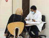 حياة كريمة بقنا.. الكشف على 946 مواطنا فى قافلة طبية مجانية
