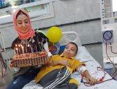مستشفى الإبراهيمية بالشرقية تحتفل بعيد ميلاد أصغر مريض وتهديه كرسيا متحركا