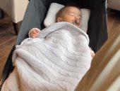 """أليسون بيكر أب """"شاطر"""".. حارس مرمى ليفربول يداعب طفله الرضيع قبل النوم """"فيديو"""""""