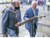 الملكة إليزابيث وولى عهدها يستعدان لحضور افتتاح دورة البرلمان الاسكتلندى