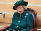 """أناقة ورسائل.. مجوهرات إليزابيث الملكية.. ملكة بريطانيا تمتلك مجموعة مميزة من """"البروش"""".. اختارت بروش تاريخى ومميز لحضور جنازة زوجها الأمير فيليب.. وهذه قصة """"أكوامارين"""" زين معطفها فى احتفال عيد ميلادها"""