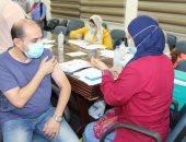 القابضة للمطارات تنظم حملة تطعيم العاملين ضد فيروس كورونا.. صور