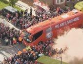 استقبال جماهيرى حافل لأتوبيس لاعبى ليفربول قبل لقاء مانشستر سيتى.. فيديو وصور