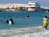 باى باى يا بحر.. عشاق شواطئ مطروح يودعونها فى آخر أسبوع للمصيف.. لايف وصور