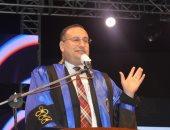 رئيس جامعة الإسكندرية يشهد حفل تخرج الدفعة الماسية لكلية التجارة