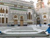 فرش الساحة الغربية بالمسجد الحرام لاستقبال 100 ألف معتمر و60 ألف مصلٍ.. صور