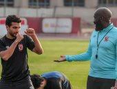 """محمد محمود يهدد كابيلو بـ""""الضربة القاضية"""" فى مران الأهلى.. صور"""