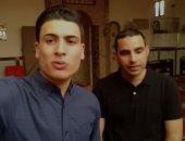"""صوت عذب.. """"أحمد"""" يشارك بموهبة مع صديقه فى إنشاد التواشيح الدينية"""
