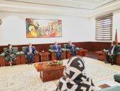 """""""سونا"""": رئيس وزراء السودان يبحث مع المصرية القابضة الاستثمار فى النفط والطاقة"""
