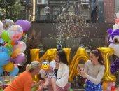 بيلا حديد تحتفل بعيد ميلاد ابنة شقيقتها جيجي بحضور والدهما محمد حديد