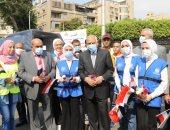 شباب الجيزة يصطفون بديوان المحافظة لتحية العلم احتفالا بانتصارات أكتوبر
