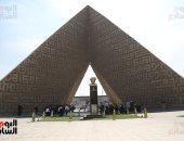 توافد أسرة السادات ومواطنين على النصب التذكارى لإحياء ذكرى نصر 6 أكتوبر