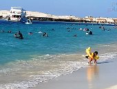 باى باى يا بحر.. عشاق شواطئ مطروح يودعونها فى آخر المصيف.. فيديو وصور