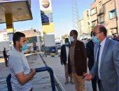 محافظ أسوان يكلف رؤساء المراكز والمدن بمتابعة انتظام مواقف السيرفيس