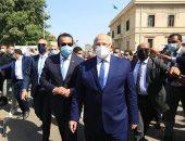 وزير التعليم العالى والخشت يشهدان تحية العلم أمام قبة جامعة القاهرة.. فيديو