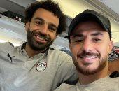 محمود الونش برفقة محمد صلاح على طائرة الفراعنة قبل السفر إلى ليبيا