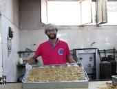 """"""" حلاوة حمصية وحلاوة سمسمية"""" مراحل تصنيع حلوى المولد من الفرن إلى المستهلك"""