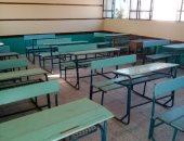 تعليم القليوبية: فرش فصل مدرسة المثلث بالخانكة بعد جلوس الطلاب على الأرض