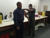 جامعة حلوان تواصل تطعيم أعضاء هيئة التدريس والطلاب بلقاح كورونا.. صور