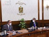 رئيس الوزراء يستعرض مستجدات إعادة هيكلة قطاع الطيران والقابضة لمصر للطيران