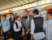 محافظ جنوب سيناء يتابع المدارس ويؤكد على الالتزام بإجراءات الوقاية.. صور