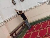 تعقيم مسجد كلية الحقوق جامعة الإسكندرية تزامنا مع بدء الدراسة.. صور
