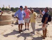 السفير الأمريكى يزور المعالم الأثرية بمدينة أسوان فى جولة سياحية برفقة أصدقائه