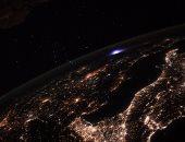 رائد فضاء فرنسى يرصد مشهدا فريدا لوميض أزرق فوق أوروبا.. صور